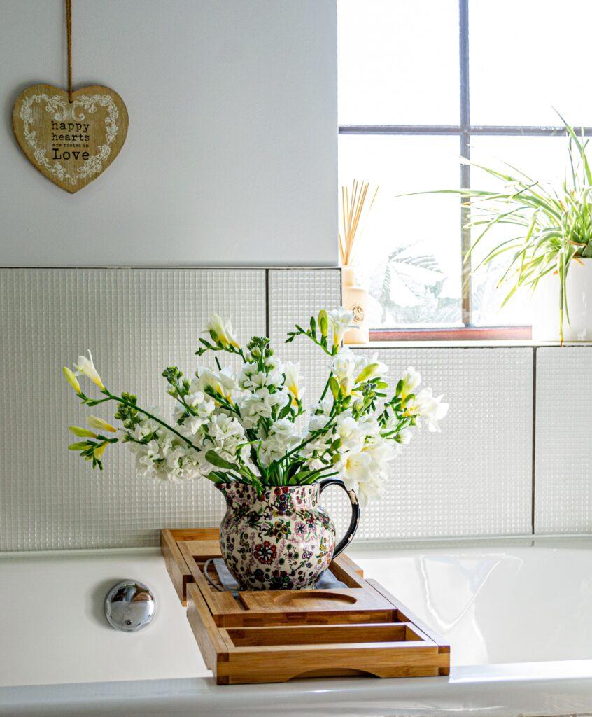 pratik dekorasyonlar, çaydanlık, çaydanlık vazo, Pratik Ev Dekorasyon Fikirleri
