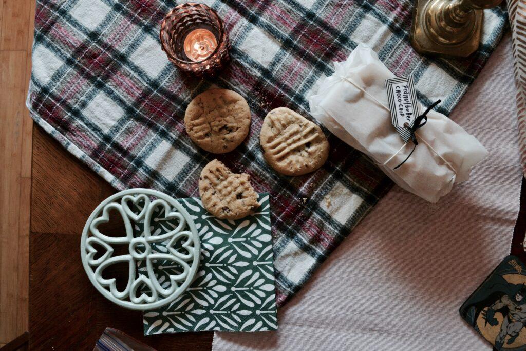 ev iç dekorasyon, sonbahar dekorasyon, ekose masa örtüsü