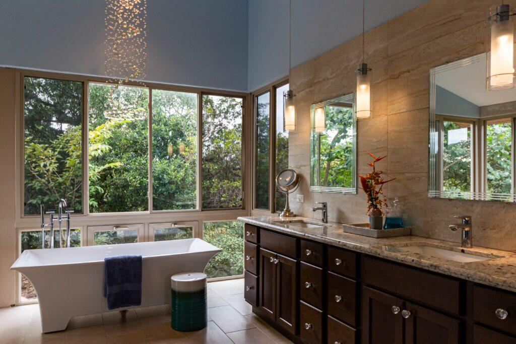 kahverengi banyo dolabı, büyük banyo pencere